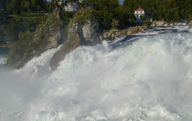 Rheinfall-bei-Hochwasser